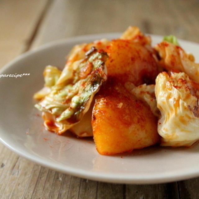 焼きキャベツとじゃが芋のコチュジャン炒め。