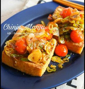 簡単【副菜をボリュームUP♩】厚揚げのガーリック葱トマステーキ