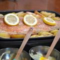 鮭の半身を使った豪快レシピ【鮭のレモンバター焼き】の作り方