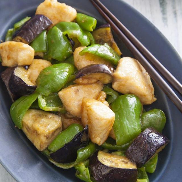 鶏むね肉と夏野菜のオイマヨ炒め