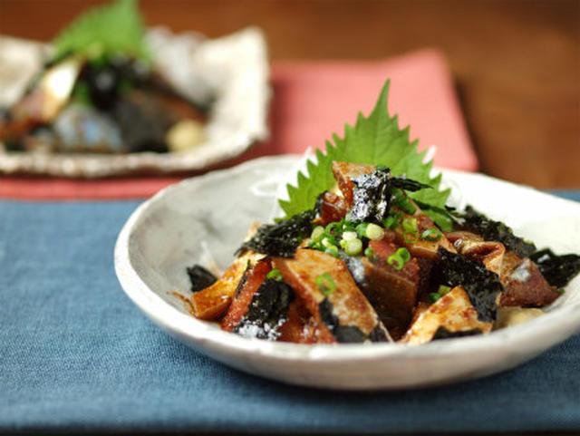 和食器に大葉とねぎが飾られた郷土料理のごまさば