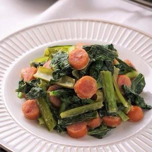 お弁当にもおすすめ!「小松菜×ウインナー」のお手軽炒め物レシピ