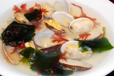 アサリと海藻のスープ