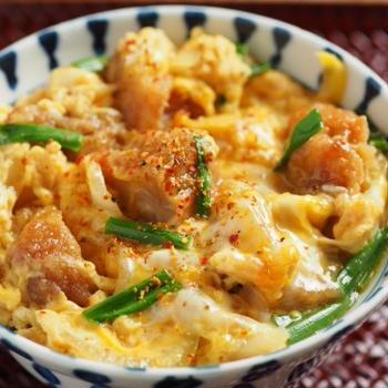 鶏の唐揚げ親子丼 、 鶏の唐揚げ、麺つゆのアレンジレシピ