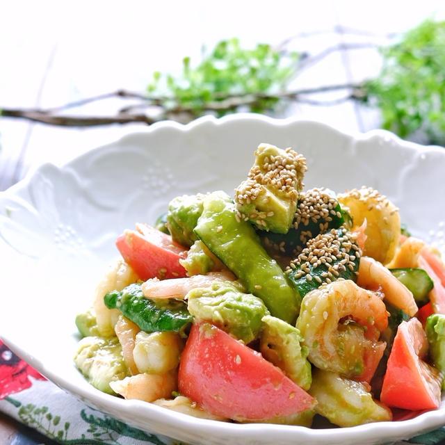 ポリ袋で!むき海老ときゅうりとトマトとアボカドの中華風サラダ