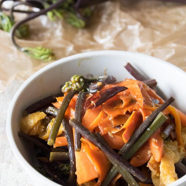 山菜レシピ「ワラビのきんぴら」と「ふきの味噌漬け」と星野リゾートトマム「山菜ツアー」