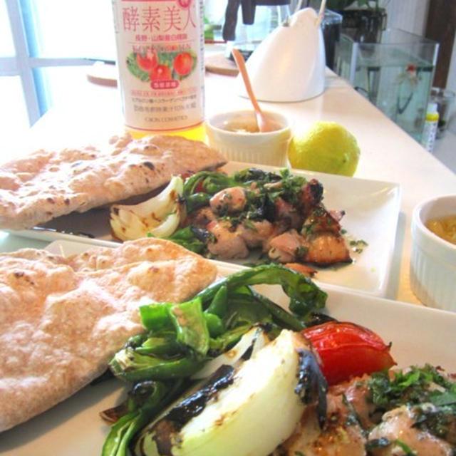 酵素ドレッシングで生臭い肉料理をフルーティでトロピカル料理に変身させました。ワンプレートランチ焼き野菜と鶏のもも焼