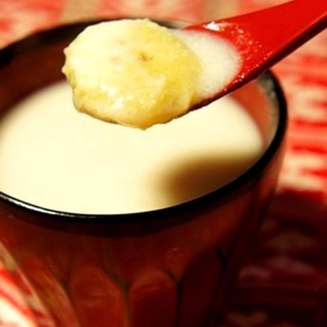 寒い日はあったかスイーツ、とろけるバナナのココナッツ酒粕汁粉……