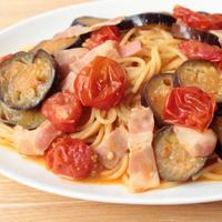 人気の簡単なすとベーコンのトマトパスタのレシピ。トマト缶なしの作り方。