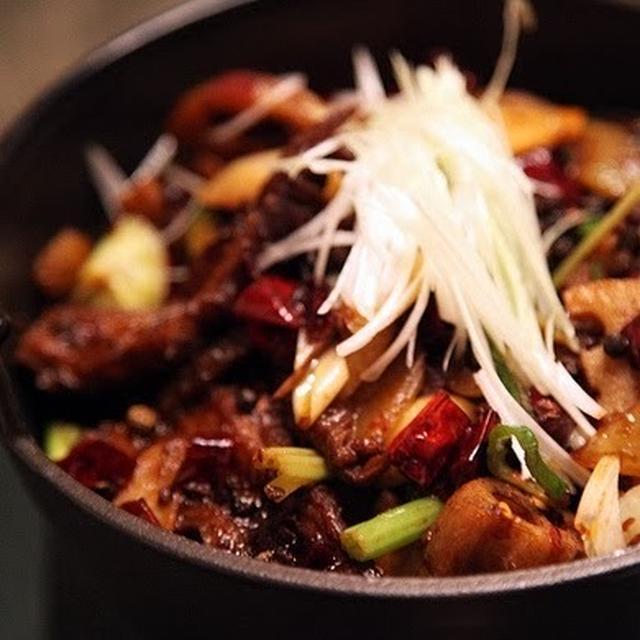 乾鍋肥腸│豚モツの激辛鉄鍋炒め