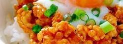 15分でちゃちゃっと完成!鶏ひき肉で作るおひとりさまの丼レシピ