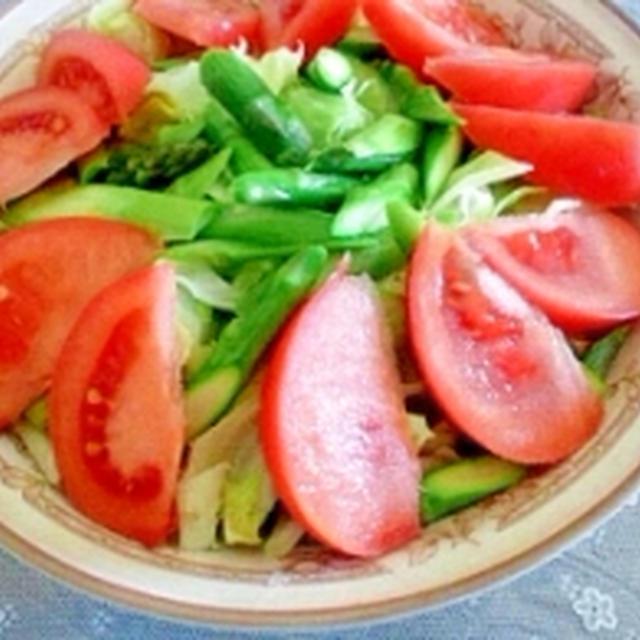 話題のトマトたっぷり野菜サラダ