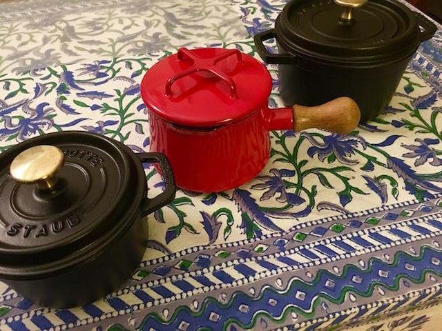 ストウブのココット鍋とダンスクの赤い鍋