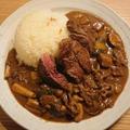 牛肉とキノコ増し増しのサフランライスで食べるカレー