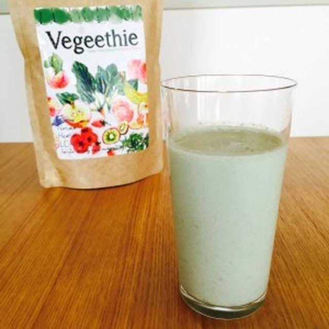 粉末なのにドロッと飲み応え!野草発酵酵素入りスムージー「Vegeethie(ベジージー)」。