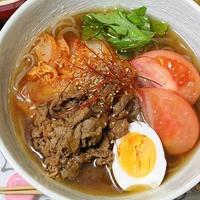 即席キムチで牛肉の韓国冷麺