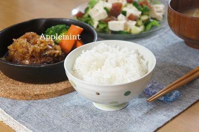 漬けまぐろと豆腐のサラダ&ハンバーグオニオンソースの晩ごはん