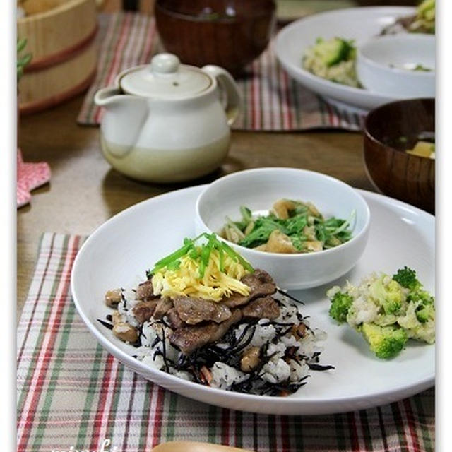 焼き肉のひじきちらし寿司風&里芋とブロッコリーの味噌あえ