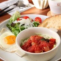レンジで簡単!シャウ&キャベツのトマトソースがけ。朝ごはん。