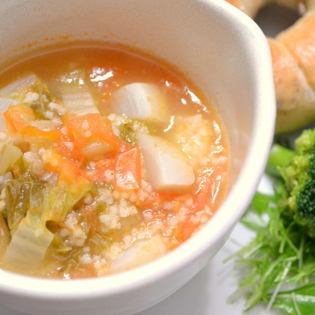 雑穀ベーグルと 白菜とひえのトマトスープ