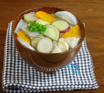 【おかず味噌汁レシピ】鶏肉と秋野菜の具だくさんなサツマ汁