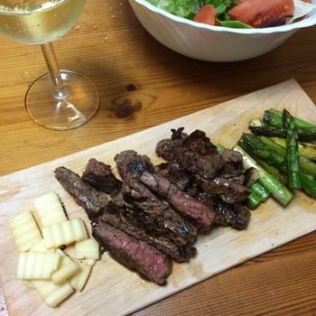 輸入牛のステーキ