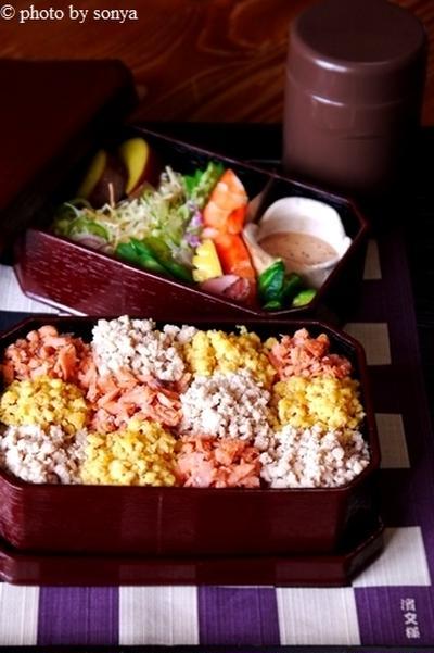 ◆パステル風三色丼弁当。