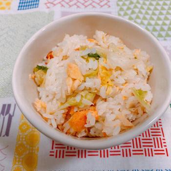 東海漬物「白だし仕立て 割烹白菜漬」を使って、さっぱりした味がおいしい!白菜漬と塩鮭の混ぜごはん