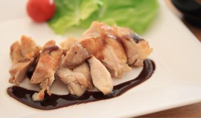 ちょっと特別な日に。簡単バルサミコソースかけ鶏ステーキ