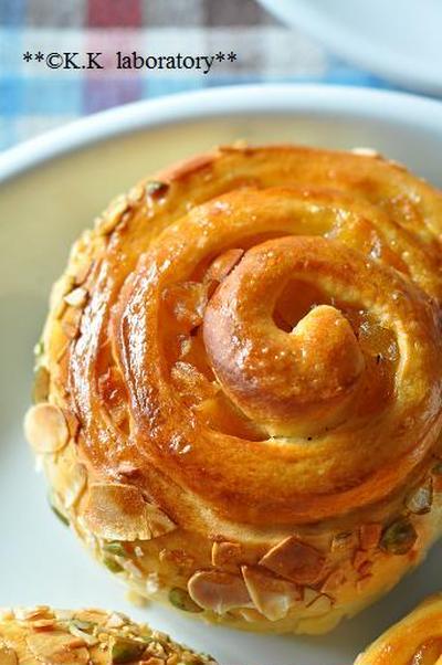つぶつぶカラメルリンゴの渦巻パン