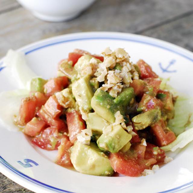 くるみでスタミナアップ!簡単アボガドとトマトのサラダ