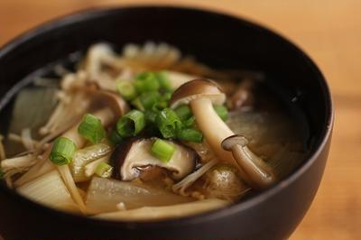 簡単・秋の味覚レシピ♪うまみたっぷり、きのこ汁