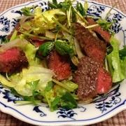 お肉と野菜のサラダ、ワサビドレッシング味