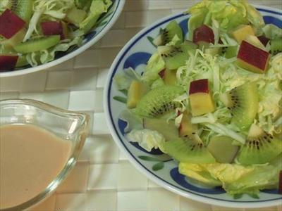 サツマイモとキウイのサラダ