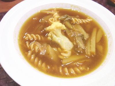 パスタ入り☆じゃがいもとセロリのスープ・カレー風味(レシピ付)