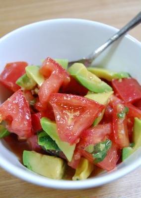 トマトとアボカドの和風大葉風味マリネ