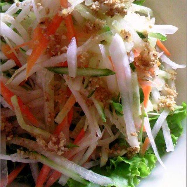 【レシピ】7.6は「サラダ記念日」大根サラダと手作り和風ドレッシング