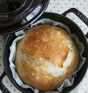 お待たせしました!ストウブで♪捏ねないパン18cmバージョン☆レシピ工程あり