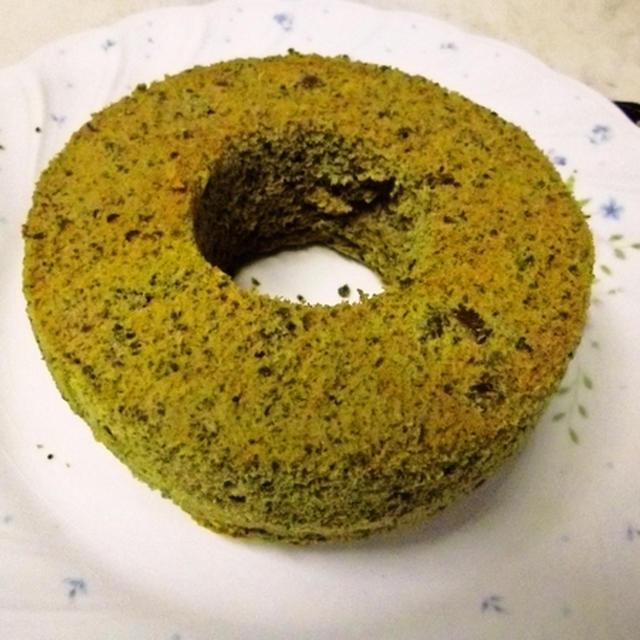 抹茶入り米粉シフォンケーキ