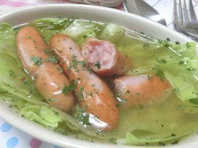 レンチン3分☆ チーズとうま味がジュワ~♪ キャベツとウインナーのコンソメスープ