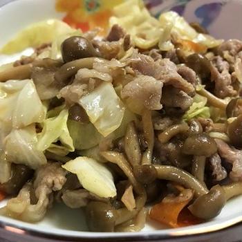塩こうじに漬けこんだ豚肉とキャベツ炒め&椎茸のチーズ焼き♪