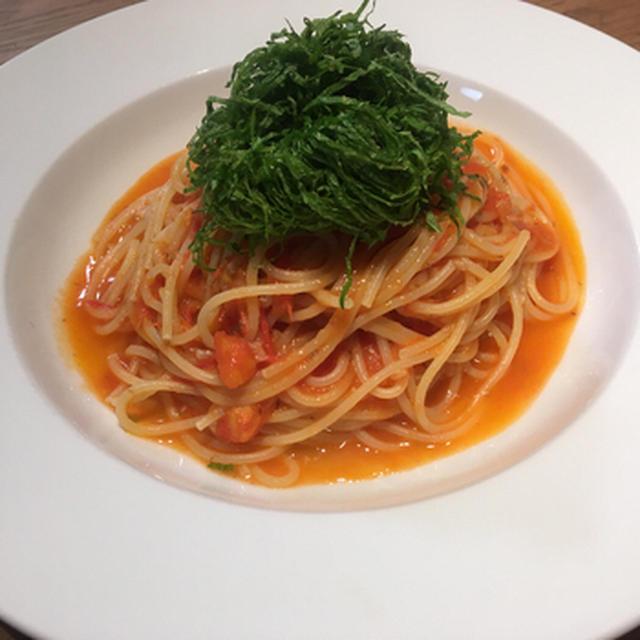 大葉とアンチョビ風味のフレッシュトマトソースパスタ