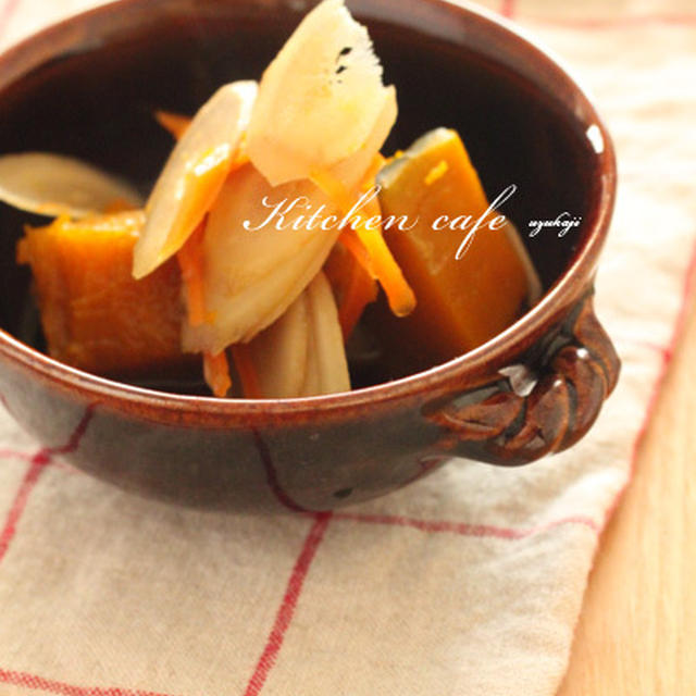 ストウブでごぼうたっぷりかぼちゃの煮物。