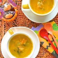 サッと煮るだけで簡単&あったかハロウィン〜かぼちゃとタマネギの塩バタースープ。