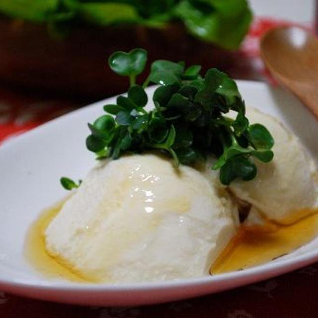 絹豆腐の塩ゴマ油かけ