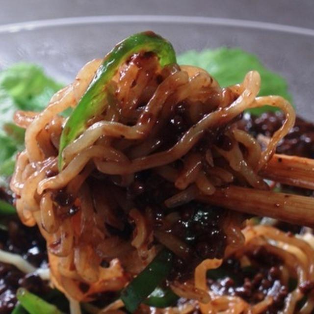 ジャージャー麺風冷たい中華ソバ:野菜沢山で肉味噌をかけるだけ