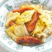 野菜が食べたい〜あと一品の簡単おつまみ!焼きキャベツとソーセージのスパイシーおつまみ。