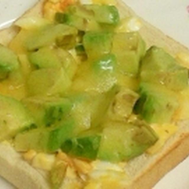 マヨたまアボカドチーズトースト