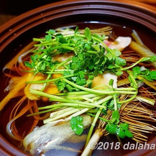 栗原はるみさんの「大根そば鍋」 ピーラーで食べやすくむいた大根と旬のせりをシンプルに食べるさっぱり鍋