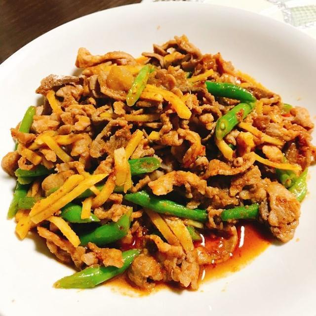 ご飯が進みまくる絶品タイ料理!豚肉と生姜のレッドカレー炒め